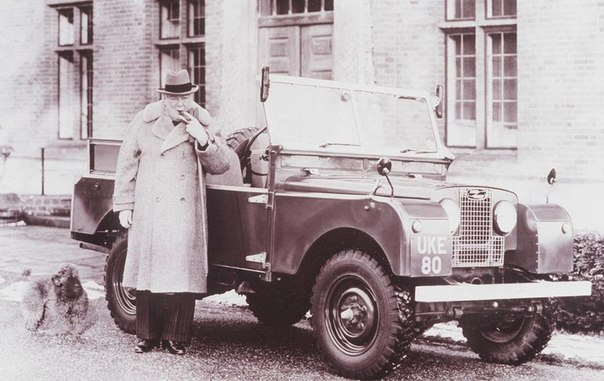 Уинстон Черчилль со своим личным Land Rover Series 1