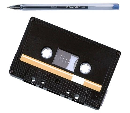 Аудио-кассета и ручка: какая связь между этими предметами?